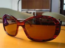 夏のサングラス・オフのメガネ